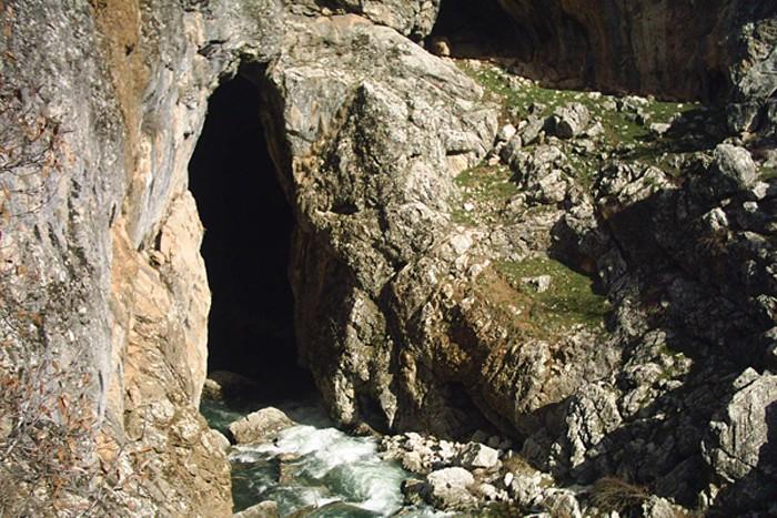 Körükini Mağarası
